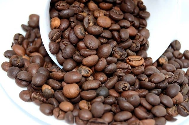 light and dark coffee bean mix